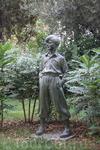 Если честно,я так и не поняла,кто это,т.к. в испанском не сильна,если кто-то знает,то подскажите)))Этот памятник находится в парке напротив Sagrada Familia ...