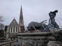 """Рядом с фонтаном """"Гефион"""" возвышается англиканская церковь святого Альбана. Это, типично английское, культовое сооружение построено в традициях викторианской ..."""