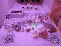 новый год в замке. Дополнение к детскому столу- декоративный стол со сладостями. (елки не было и я постаралась создать новогоднюю атмосферу таким путе