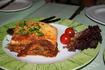 Кипрские угощенья... что то вроде лазаньи, но с картофелем вместо пасты... оооочень вкусно :)