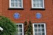 Дом Зигмунда Фрейда. Памятные таблички ему и его дочери Анне.