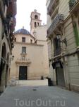 San Nicolas de Bari Procathedral с его синими куполами не слишком большой по размеру, но разместился на довольно маленькой площади La plaza Abad Penalva ...