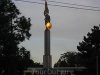 Вечер. Памятник советским воинам освободителям