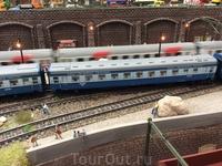 Есть даже поезд Санкт-Петербург-Хельсинки. На модели представлены государственные железные дороги Финляндии, Швеции, России, Германии, Швейцарии и других ...