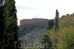 Главной достопримечательностью Линдоса является средневековый замок и античный Акрополь на вершине скалы. Его видно практически с любой точки города. Вот ...