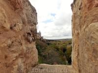 Оборонительная стена Сеговии насчитывала 3 километра, 80 башен, 5 ворот и несколько дверей, была построена с использованием гранитных блоков в том числе ...