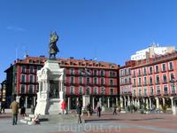 Памятник основателю города - графу Педро Ансуресу, который в 1072 году получил от короля Альфонсо VI небольшой надел земли, построил там замок. Так и зародился ...