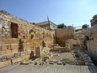 После падения Римской империи пришли вестготты, которые оставили здесь после себя следы захоронений.