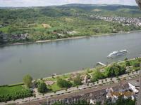 Вид на Рейн с высоты средневекового замка