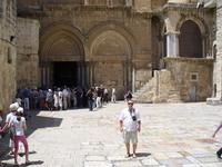 Иерусалимский храм Воскресения Христова, более известный как храм Гроба Господня, стоит на том месте, где, согласно церковной традиции, был распят, погребён ...