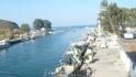 Недалеко от площади находится небольшой порт Георгиуполис, где Вы увидите разнообразные лодки, как рыбаков, так и тех, кто проводит свой отдых в этом живописном ...