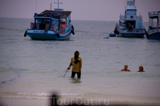 туристы золотишко теряют а тайцы находят