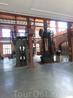 Некоторые монастырские здания превратили в сьемочные павильоны, где снимаются испанские и не только фильмы и сериалы. Где-то в зданиях остались вот такие ...