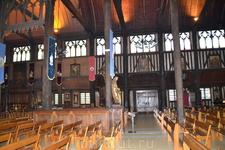 церковь святой Екатерины Визитной карточкой церкви является деревянная статуя самой Святой. В руках Екатерины находятся колесо и меч. Первый неф церкви является самой старинной частью постройки. Он б