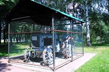 Памятник времён коллективизации - трактор Харьковского завода.