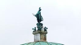 Скульптура Баварии на крыше павильона. Ей больше 200 лет