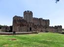 Замок открывается вашему взору сразу за средневековыми стенами и моментально поражает своей красотой. Своеобразный синтетический стиль в архитектуре, в ...