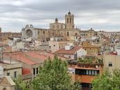 Красавец Кафедральный Собор Святой Теклы (Феклы). То, что когда-то было двумя огромными площадями, сейчас - это улицы старого города.