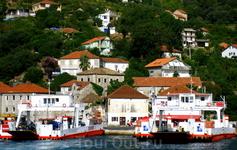 По дороге в  Боснию и Герцоговину, а именно в город Требинье, плывем на пароме, переплываем Боко-Которскую бухту