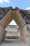 Внутренние коридоры между дворцовыми постройками.