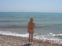 пляж нашего отеля, весь в камешках