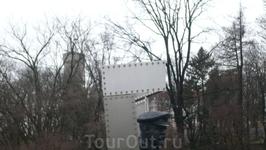 """С отеля """"Эрмитаж"""" в Старый город решили подняться по улице Wismari,вот такой вид слева.Ленин?"""