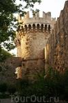 Сбоку ворота в город выглядят не только монументально, но и изящно. Не зря старый Родос внесен в список охраны ЮНЕСКО, определенно, не зря!
