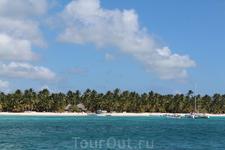 Национальный заповедник остров Саона. Здесь нет отелей только пальмы и пляж с белым песком