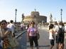 Мост и замок Сан-Анжело. Император Адриан начал строить его в 135 г. как мавзолей для себя и членов своей семьи. Завершил строительство в 139 г., после ...