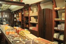магазин сигар и рома, кажется, в крепости рядом со стауей Иисуса, там еще сидит замечательный дедуля  - рекордсмен Гинеса по крутке сигар