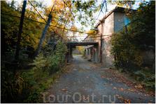 В переулка старого Телави. Телави — одно из мест действия известного советского фильма Георгия Данелия «Мимино»