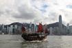 Множество туристических суденышек разного калибра курсируют туда сюда по заливу Виктории...  А это судно является одним из символов Гонконга-знаменитая ...