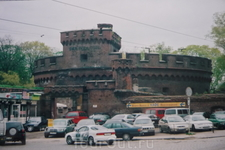 Башня  Врангеля,  названа  в  честь  генерала фельдмаршала графа Врангеля.  Построена  в  1853 году,расположена  в  начале  Верхнего  пруда.    В  начале ...