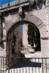 какие-то развалины...вид с памятником...