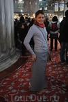 Внутри голубой мечети(Султанахмет), юбочки дают всем девушкам на входе