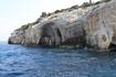 Пещеры. рядом плавает тюлень Монакус-монакус