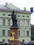 Памятник А. С. Суворову был открыт 5 мая 1801 года на Марсовом поле у берега Мойки. На церемонии присутствовал  император Александр I. Скульптор Козловский ...