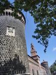 Круглые башни - Torrione di Santo Spirito и Torrione del Carmine.