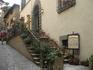 Не знаю, как по-итальянски называется сиеста, но соблюдают ее свято, особенно в таких маленьких городках. Голодные, бродили мы 2 часа вокруг таких живописных ...