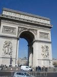 Триумфальная арка на площади Звезды. Водители на этой площади не соблюдают правила дорожного  движения и поэтому приезжие стараются сюда не соваться.