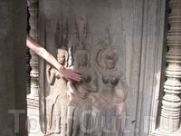 а так туристы отполировали некоторые части тела красавиц-апсар