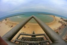 Вид на пляж с площадки лифта. Нетания