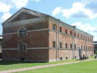 Это тюрьма... примечательно, что здание сохранилось очень хорошо.