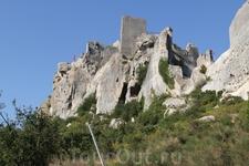 В предгорьях Альп располагается старинный город-призрак Ле-Бо-де-Прованс. Это на скале руины старинного замка трубадуров.