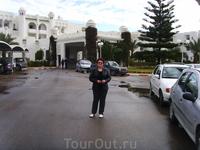 во дворе отеля El Mouradi