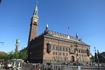 Ратушная площадь и собственно говоря сама ратуша. Именно здесь принимаются все законодательные акты страны.