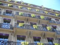 Обычный жилой дом в центре Парижа