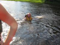 А некоторым и в августе в Карелии жарко! Лично я не рискнула купаться, приблизительно около половины нашего рафта в воду полезла.