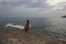 на пляже Кала Бланка