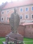 Краков. Памятник Иоанну Павлу  2